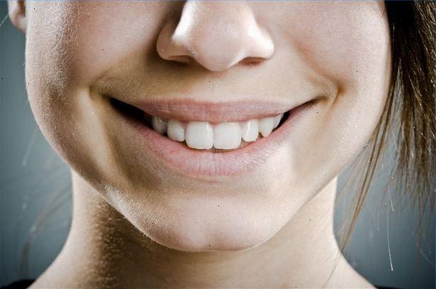 sår i munnen hvite